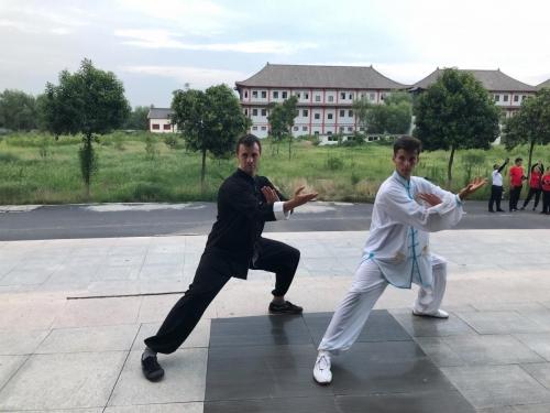Con los hermanos de cuba en China